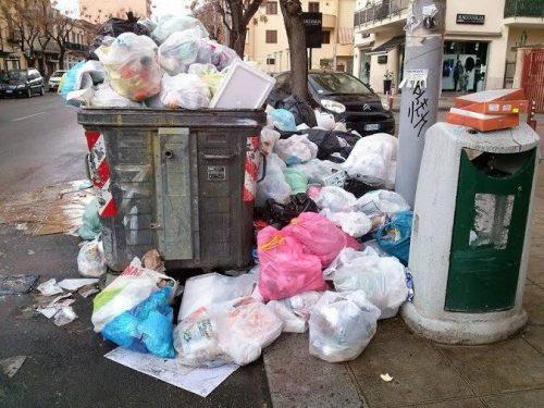 Corso Calatafimi affoga tra i rifiuti