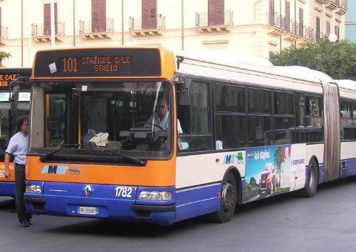 """L'Amat riorganizza i bus, sospese 34 linee, Moncada: """"Discriminazione sociale"""""""