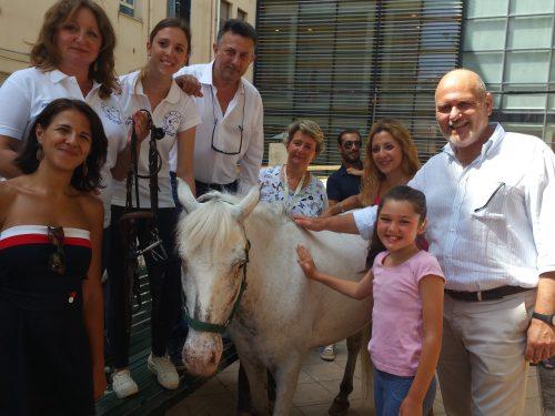 Il pony incontra i bambini ricoverati in ospedale