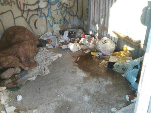 FOTO Denuncia stato d'indigenza senzatetto