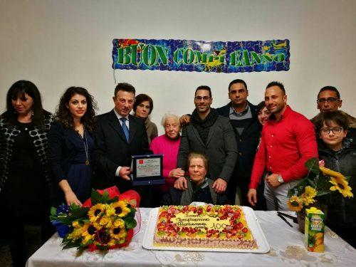 FOTO Compie 100 anni, a Palermo festa per nonna Maria