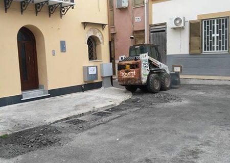 Borgo Molara, asfaltata la piazza dopo 50 anni